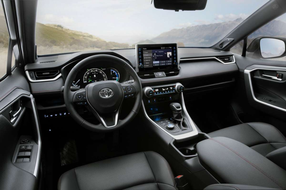 Топовая Toyota RAV4 2020 удивила разгоном как у хот-хэтча