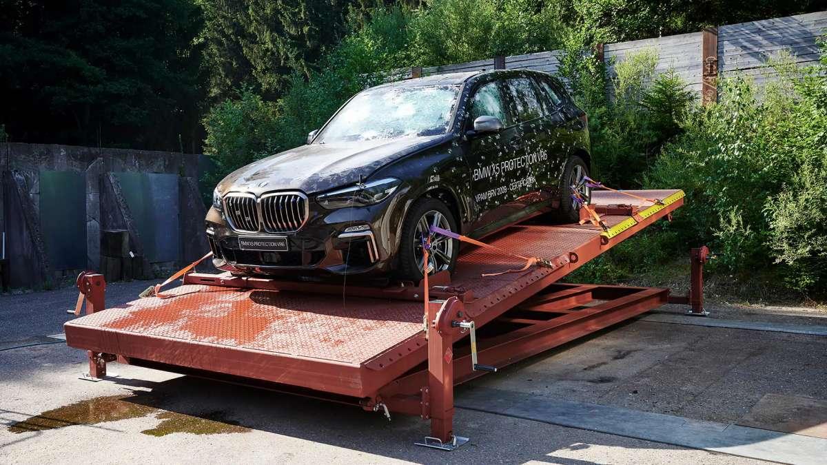 BMW оригинально пошутили над новым пикапом Tesla