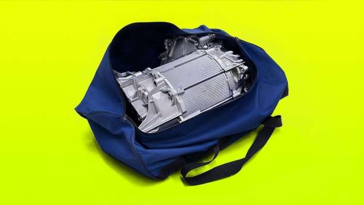 Новейший 200-сильный мотор Volkswagen помещается в обычную сумку