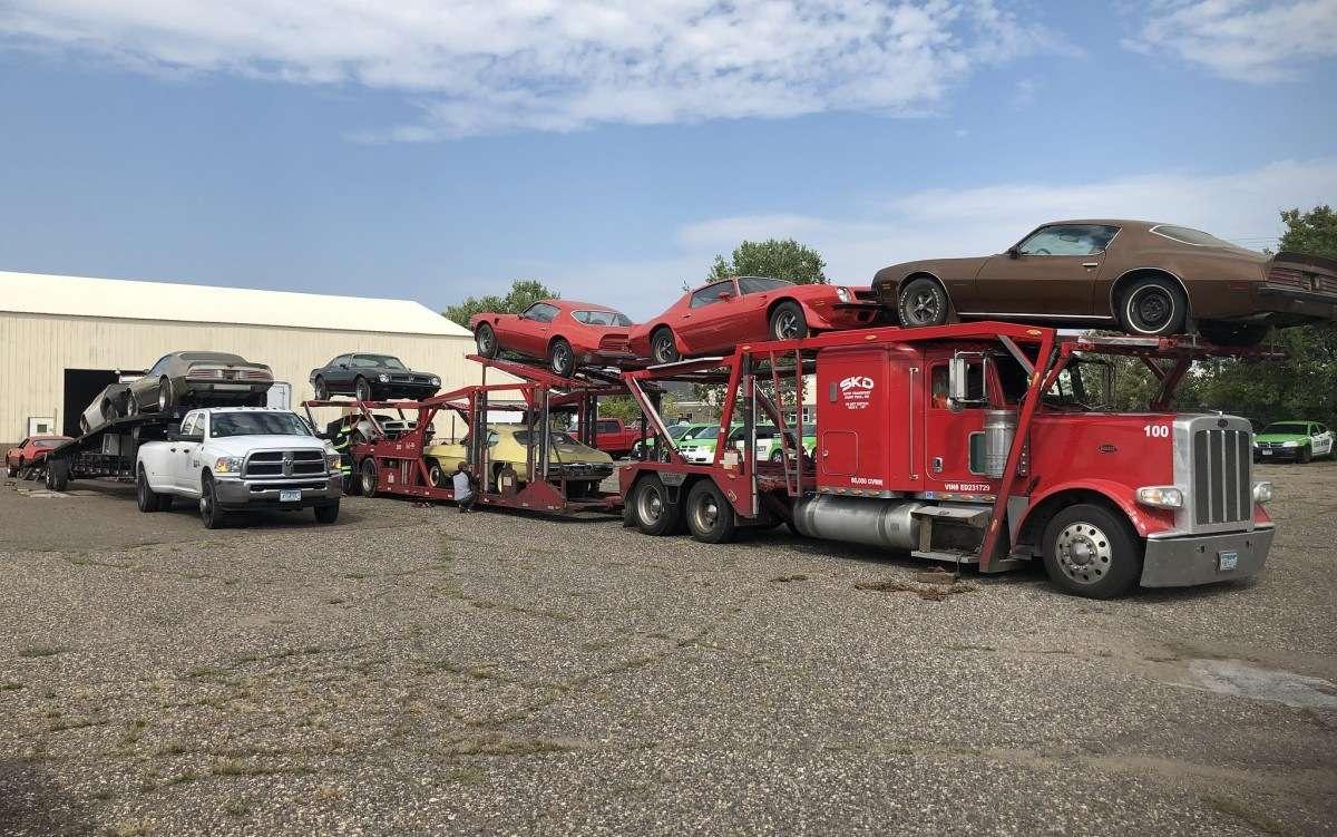 Коллекция редчайших спорткаров 20 лет простояла в заброшенном гараже