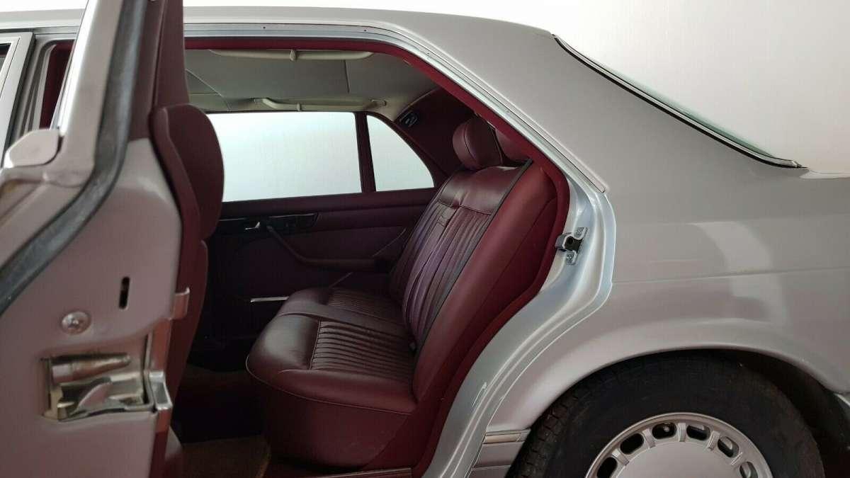 На продажу выставлен 33-летний Mercedes S-Class с пробегом всего 46 км
