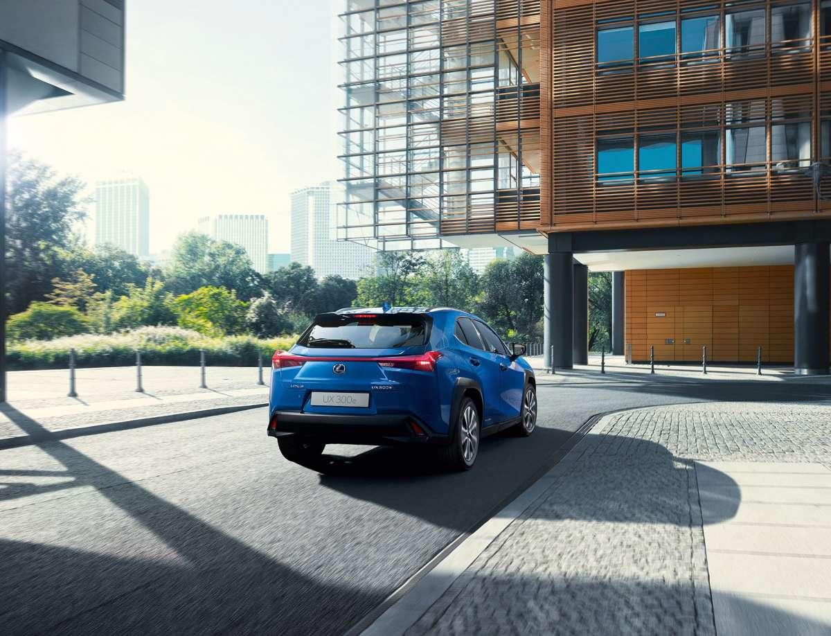 Самый маленький кроссовер Lexus стал электромобилем