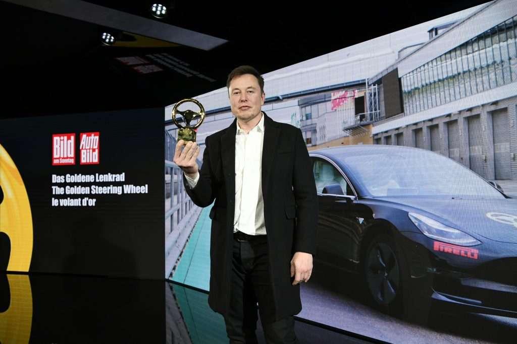 Автобизнес             Tesla поборется с немецкими автопроизводителями на их поле
