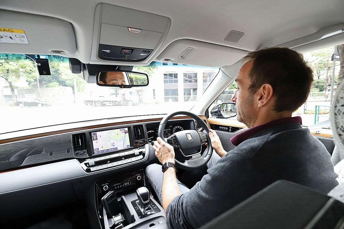 Что думают немцы о самом дорогом седане Toyota