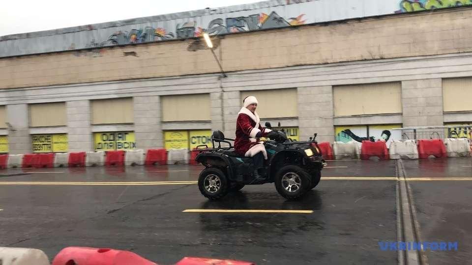 Подарок на Новый год: Кличко на квадроцикле открыл Шулявский мост
