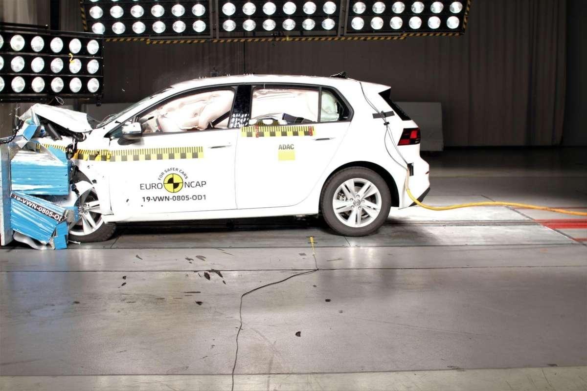 ПДД и безопасность             Новый Nissan Juke и Volkswagen Golf 8 разбили результаты краш-тестов