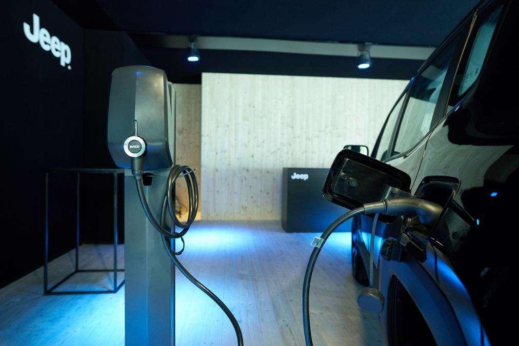 Jeep представил первые электрифицированные модели