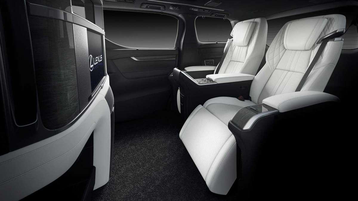 Первый минивэн Lexus: двигатель от Кемри и цена как у Майбаха