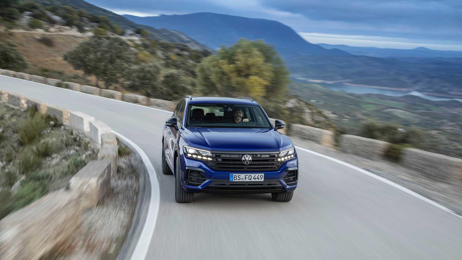 Новинка             Volkswagen представил самый мощный Touareg в истории