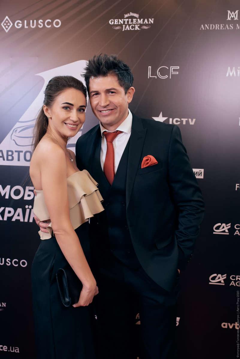 Андрей Джеджула с супругой Юлией Леус в костюме от Andreas Moskin Company