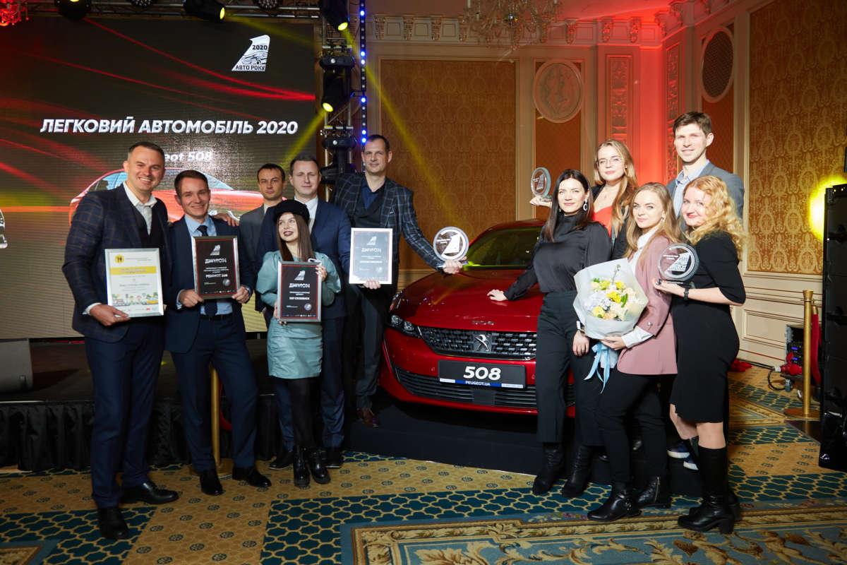 Команда PSA празднует победу Peugeot 508