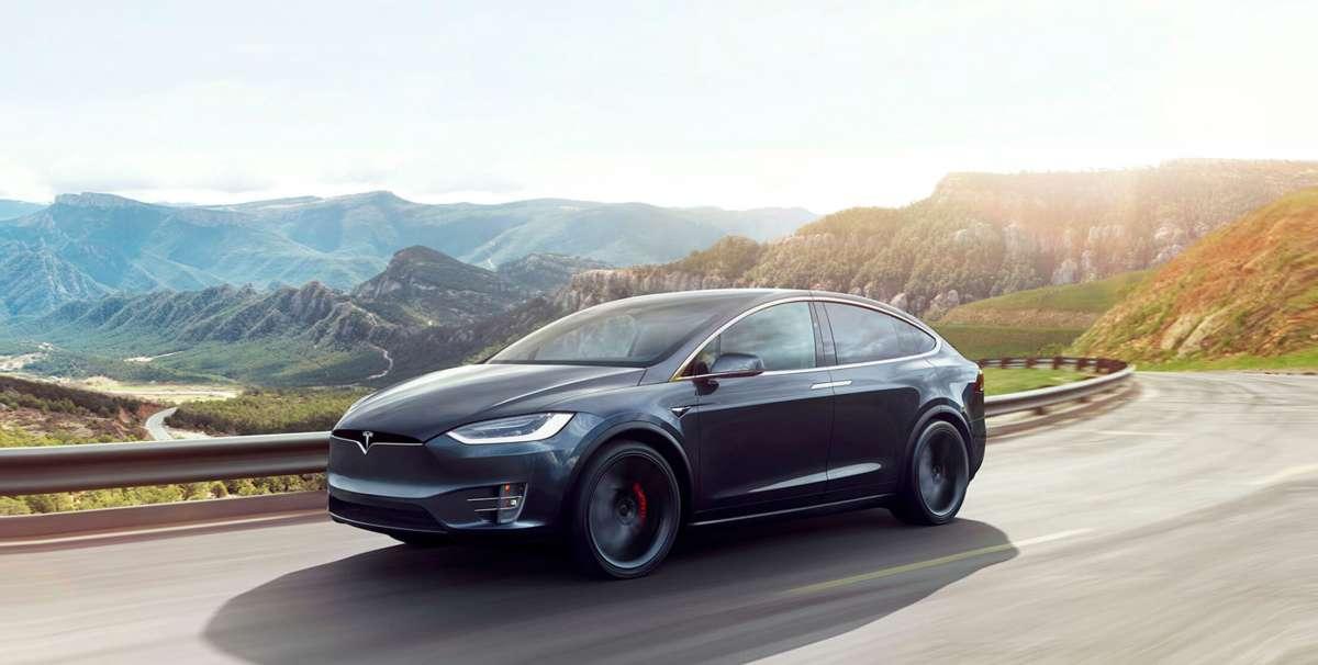 Tesla отзывает кроссоверы Model X